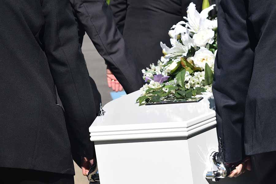 Que doit-on porter lors d'un enterrement -